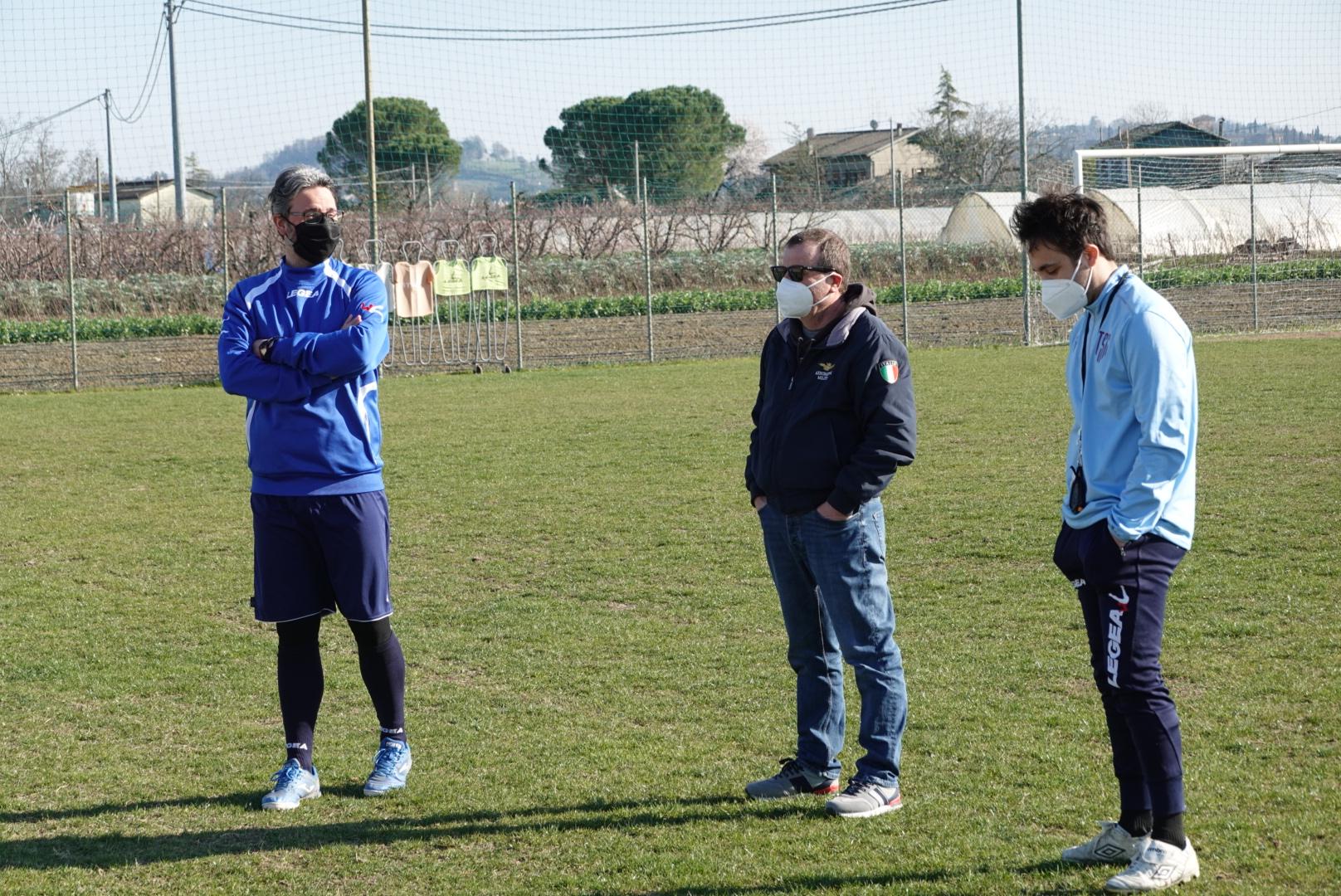 Il preparatore dei portieri degli Esordienti Alessandro Pracucci, il nostro responsabile Mario Montesi e l'istruttore degli Esordienti Riccardo Pistocchi durante l'ultima seduta di oggi dei 2008-09.