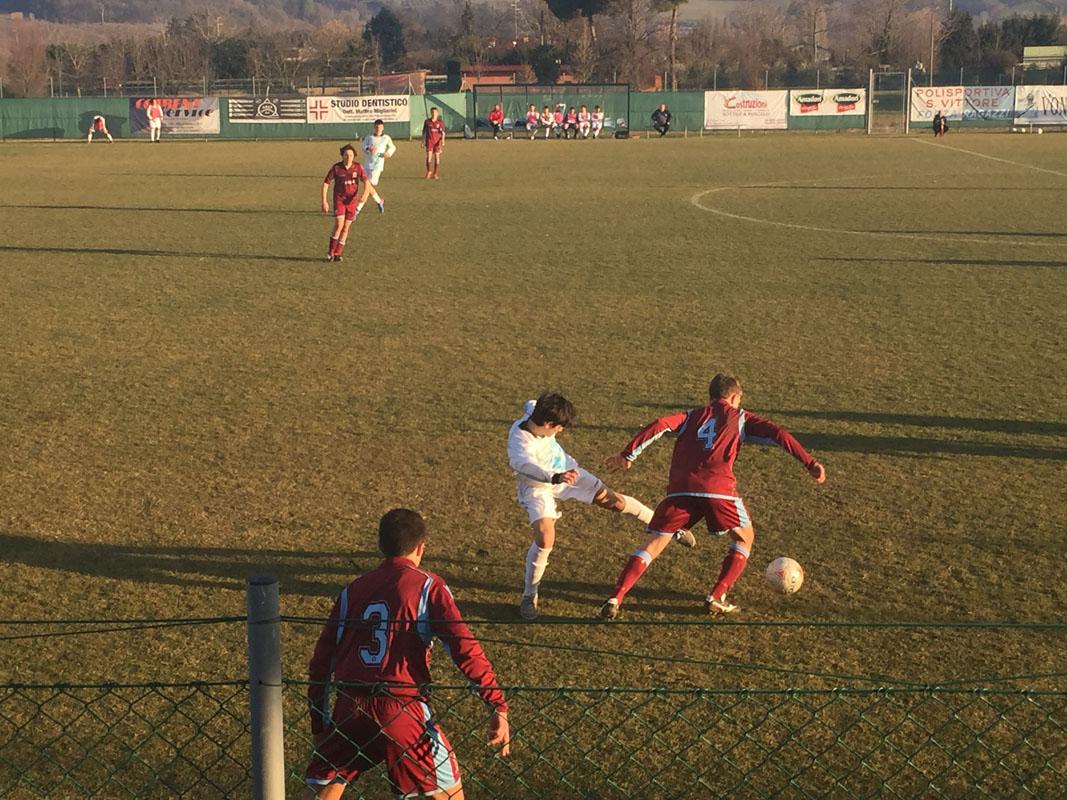 Domenichini mentre cerca di saltare un avversario.