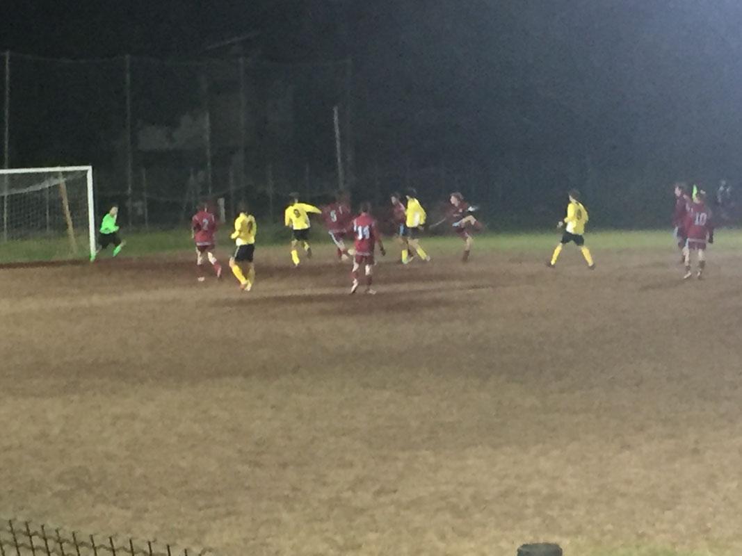 Nell'ultimo quarto d'ora la Pianta prova ad attaccare alla ricerca del gol vittoria ma i difensori del Torre, pur con qualche difficoltà, riescono a limitare i pericoli. Qui un momento concitato all'interno dell'area amaranto a pochi giri d'orologio dalla fine.